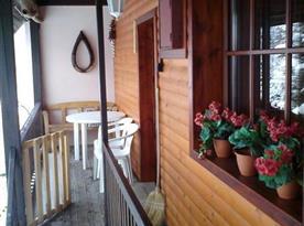 Boční balkón s posezením