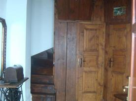 Vstupní chodba se schodištěm do podkroví