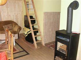 Obytná místnost s krbovými kamny