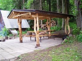 Venkovní posezení u chaty