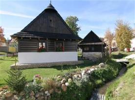 Pohled na chalupu ležící v malé podhorské obci Mengusovce