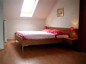 Dvoulůžkový apartmán v podkroví s manželským dvoulůžkem