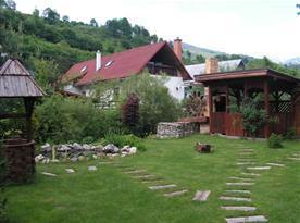 Zahrada s altánem a okrasným jezírkem