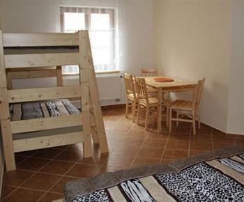 Apartmán č. 1 - ložnice s palandou a posezením