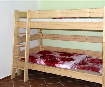 Apartmán č. 2 - ložnice s palandou