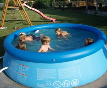Bazén za chalupou