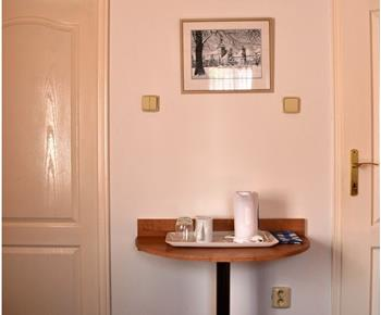 Dvoulůžkový pokoj s varnou konvicí, koupelnou a WC