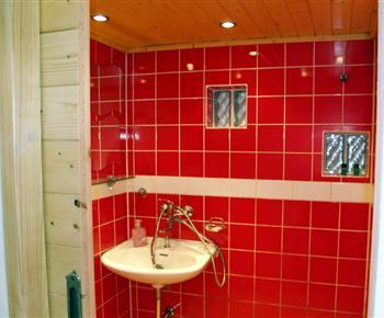Sprcha s umyvadlem a zrcadlem