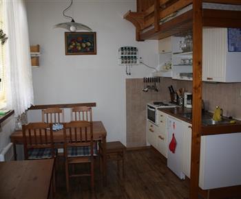 kuchyňka s jídelním koutem