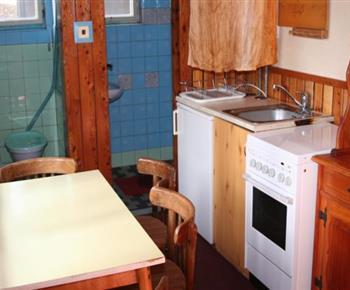 Pohled z kuchyně od koupelny a samostatnou toaletu
