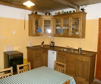 Apartmán A s kuchyní a jídelním koutem