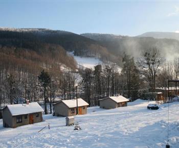 Okolí objektu vhodné pro milovníky lyžování