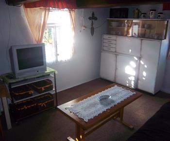 Společenská místnost propojená s kuchyní