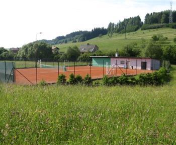 Sportovní vyžití na tenisovém hřišti