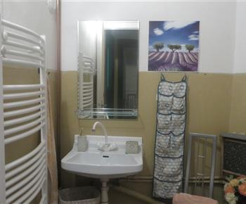 Koupelna vybavená umyvadlem