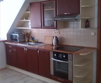 Kuchyně v jednom z apartmánů
