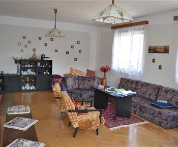 Chata Železnice - obývací pokoj