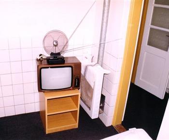 Ložnice A se skříňkou a televizí