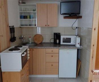 Vybavená kuchyně v 4 l. pokoji, který je umístěn v 6 l. chatě