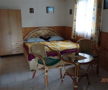 4 l. pokoj (v 6 l. chatě)