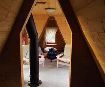 Pohled z jedné části ložnice do druhé