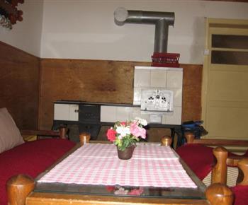 Kuchyně s kachlovou pecí