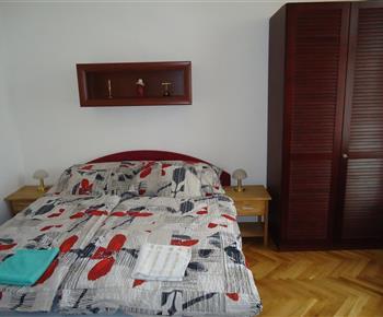 Ložnice s postelí 160x200