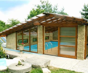 Vyhřívaný bazén na zahradě