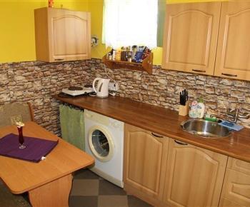 Kuchyně v suterénu chalupy