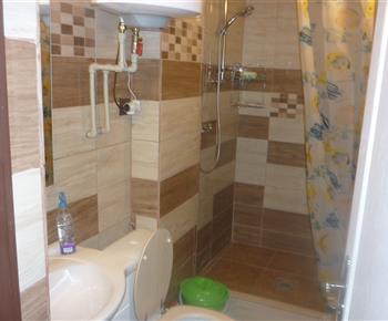sociální zařizení-umyvadlo, WC, sprchovací kout