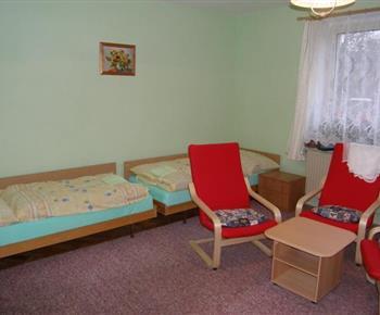 Ložnice A s lůžky, konferenčním stolkem a křesly