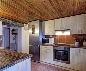 Plně vybavená kuchyně jednoho z apartmánů