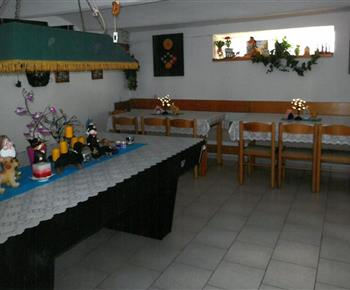 Společenská místnost s kulečníkem