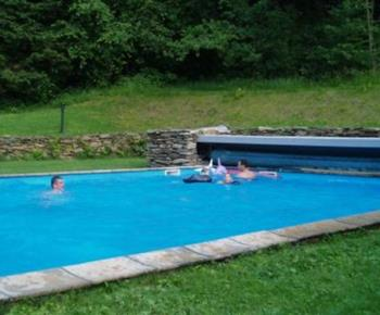 Venkovní bazén u penzionu
