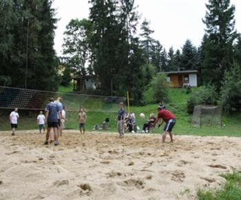 Volejbalové hřiště v areálu