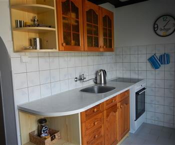 Plně vybavená kuchyně s jídelním koutem