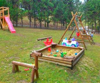 Dětské hřiště v blízkosti