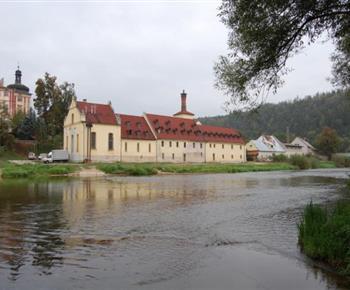 Pivovar s řekou