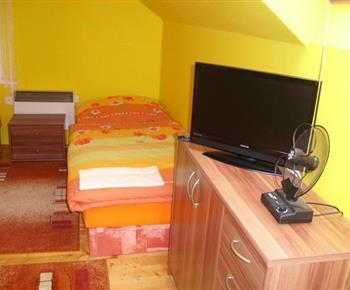 Apartmán s lůžky a TV