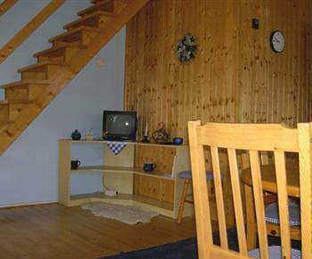 Obývací pokoj s televizí