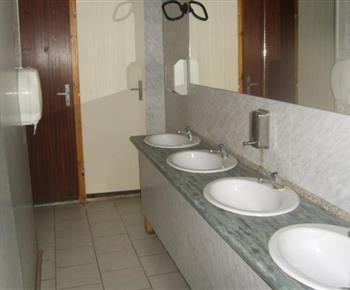 Společné sociální zařízení v ubytovně