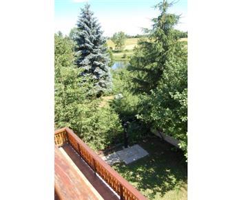 Výhled z objektu na rybník