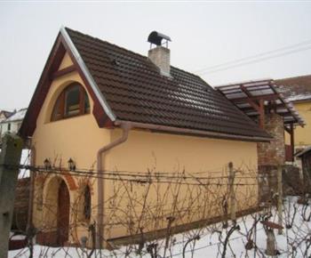 Boční pohled na objekt z vinohradu