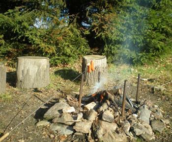 Otevřené ohniště u chaty
