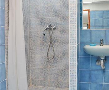 Koupelna se sprchovým koutem - modrý pokoj