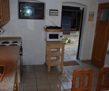 Pohled na kuchyňskou linku