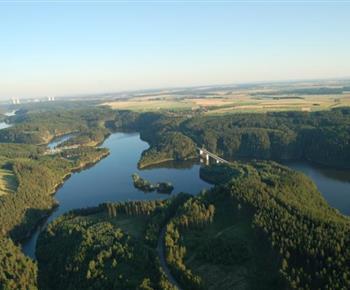 Letecký pohled na Dalešickou přehradu
