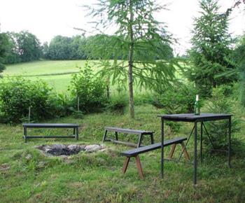 Venkovní ohniště s lavičkama