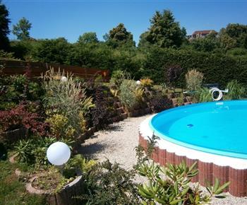 Bazén s okrasnou zahradnou