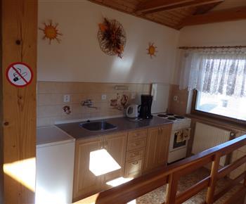 Kuchyňka v apartmánu (podkroví)
